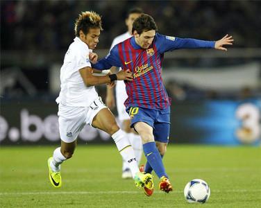 Neymar disputa una pilota a Messi