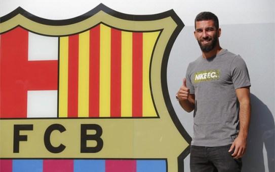 Gran expectación en la llegada de Arda Turan al Camp Nou