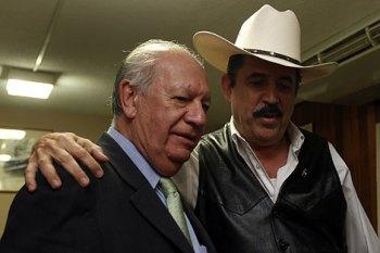 Micheletti, con el ex presidente chileno, Ricardo Lago. | Reuters