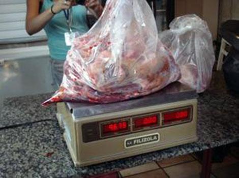 Carne de perro confiscada.|Foto: 2ª Delegacia de Saúde Pública.
