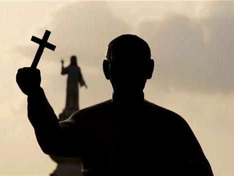 La estatua de Monseñor Romero ubicada en la plaza de las Américas  de San Salvador. |R.V.