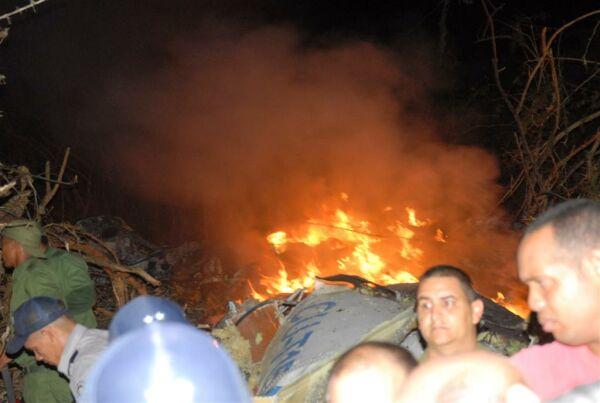 Imagen del avión siniestrado en llamas publicada en Twitter.