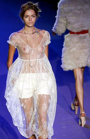 Una modelo en la semana de la Moda de Milán de 2005. (Foto: AFP)