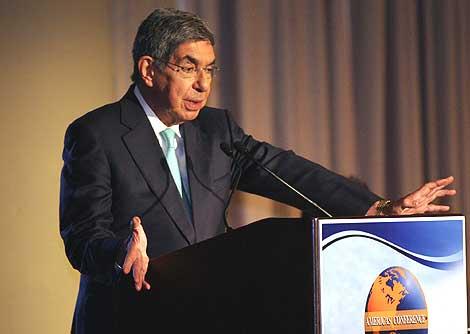 El presidente de Costa Rica, Óscar Arias, en la Conferencia de las Américas en Miami. | AP