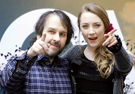 Peter Jackson y la actriz Saoirse Ronan en la presentación de 'The Lovely Bones'. | Reuters.