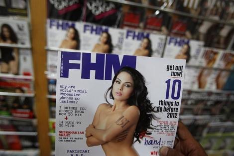La actriz Veena Malik en la portada de FHM.| Ap