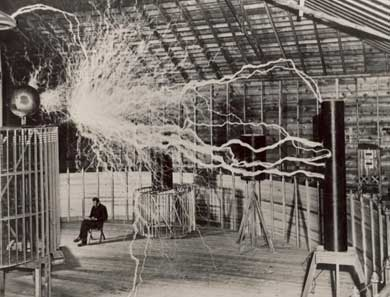 Tesla, en su laboratorio de Colorado Springs (1899).| Museo Tesla de Belgrado