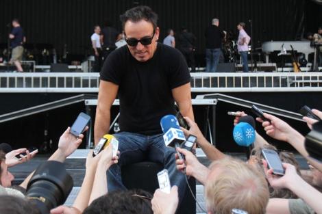 Springsteen habla con la prensa en el Estadio Olímpico de la Cartuja. | Carlos Márquez