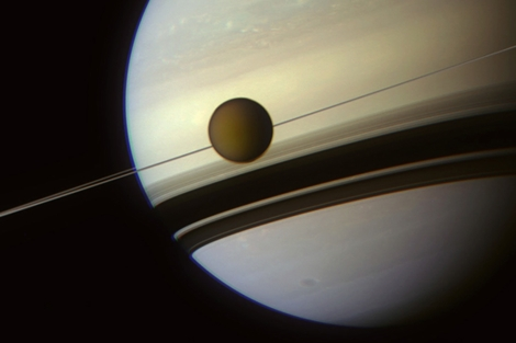 Imagen de Titán y Saturno captada por Cassini. | ESA