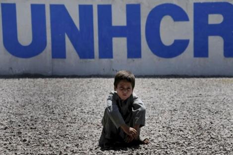 Un refugiado afgano en una oficina de ACNUR . | Bilawal Arbab.