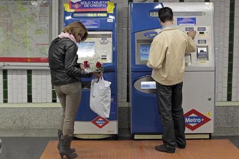 Máquinas expendoras de billetes del Metro.| Antonio Heredia