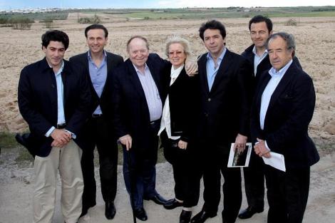 Adelson, (3º por la izquierda) el pasado mayo en Madrid. ElMundo.es