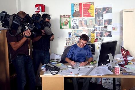 El dibujante Charb, en su mesa de trabajo.| Afp
