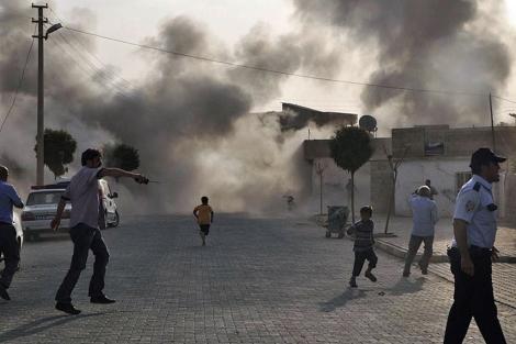 Momento tras la caída del proyectil en el pueblo turco de Akçakale.| Reuters