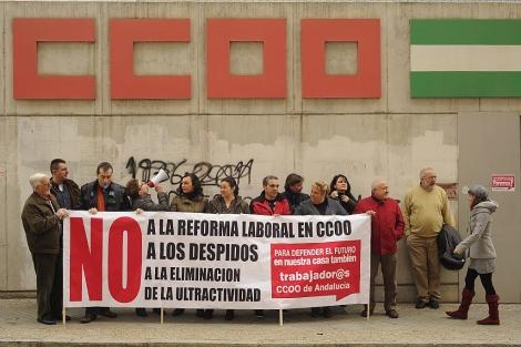 La concentración de los trabajadores del sindicato en Granada. | Jesús G. Hinchado
