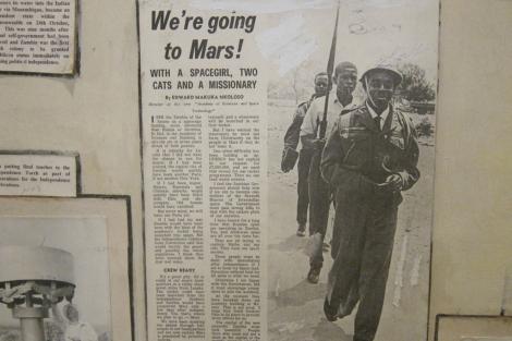 Recorte de periódico que anuncia la 'Conquista de Marte' en 1964. VEA MÁS IMÁGENES