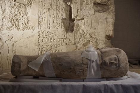 Féretro del niño de cinco años de la dinastía XVII encontrado en Luxor. | CSIC