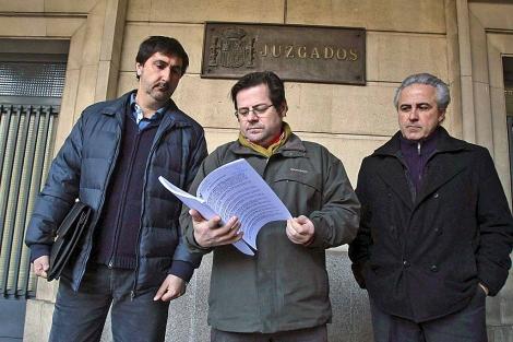 Representantes del SAF en el momento de presentar la denuncia. | C. Márquez