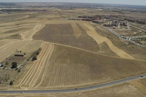 Los terrenos de Paracuellos y Torrejón donde se construirá el complejo. | Aerofoto.es