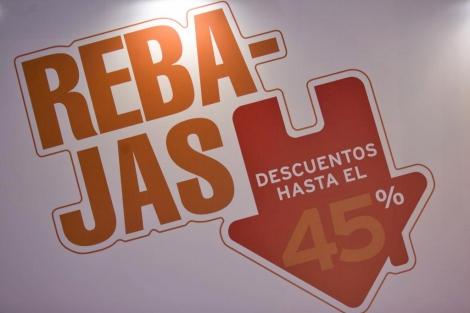 Cartel que anuncia descuentos en uno de los 'stand' del Sima 2012. | Roberto Cárdenas