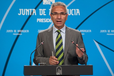 El portavoz de la Junta, Miguel Ángel Vázquez, durante la rueda de prensa. | Efe
