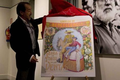 Esplá descubre el cartel. | Gonzalo Arroyo