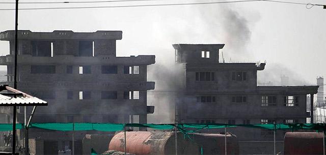 Columna de humo que se podía ver en toda la capital durante el ataque. | Reuters
