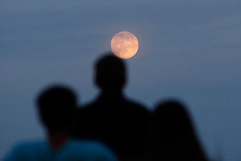 La 'super Luna', vista desde Nueva Jersey (EEUU). | Reuters