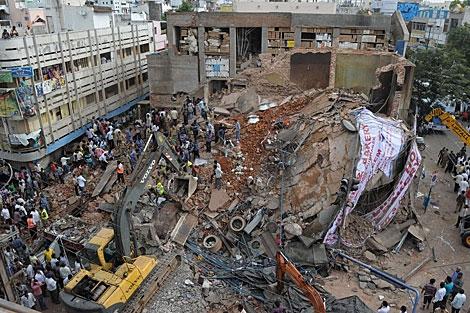 Imagen del hotel derrumbado en La India