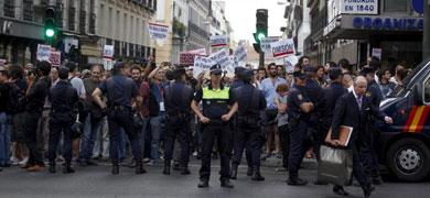 Exigen la dimisión de Rajoy en Génova