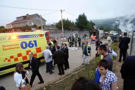 Servicios de emergencias llegan al lugar del siniestro. | Efe