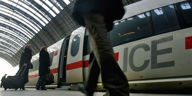 Tren de alta velocidad en la estación de Frankfurt. | Reuters