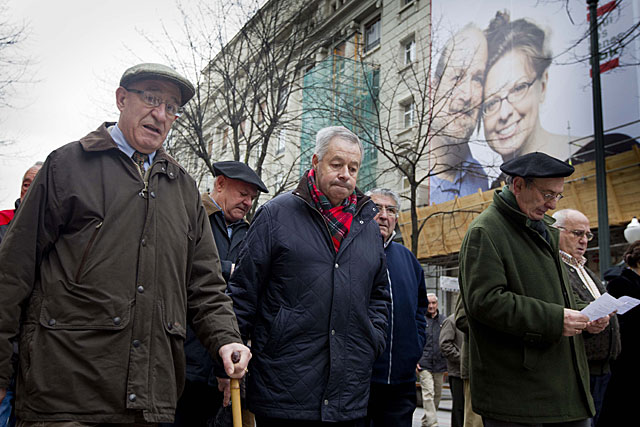 nos jubilados participando en una manifsetación en Bilbao.|E.M.