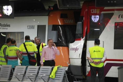 Un tren chocó a su llegada a la estación con otro, estacionado. | Efe