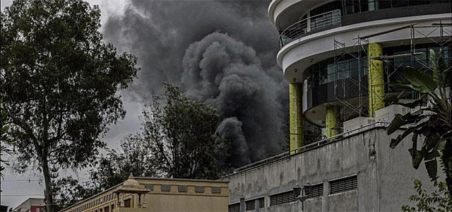 Humo procedente del centro comercial Westgate en Nairobi.| Efe