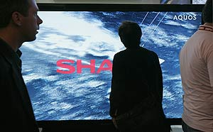 El televisor Sharp de 108 pulgadas. (Foto: AP )