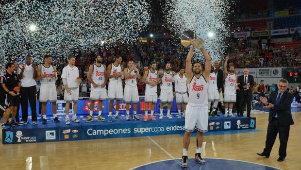 El Real Madrid celebrando la Supercopa Endesa 2014. FOTO: Lino González