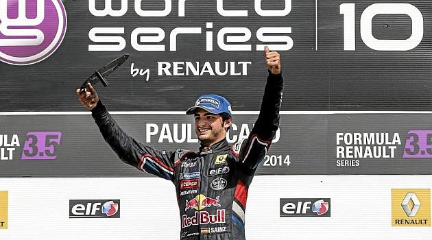 Sainz, pie y medio en Toro Rosso