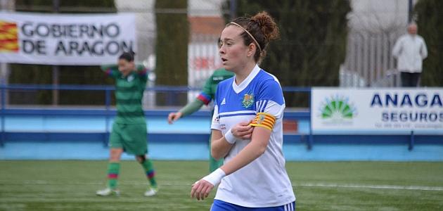 Nuria Mallada durante un partido con el Transportes Alcaine esta temporada.
