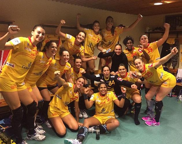 Las 'Guerreras' celebran en el vestuario el triunfo ante Dinamarca y el pase a semifinales del Europeo. Foto: RFEBM