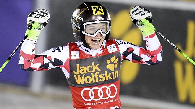 Fenninger celebrando el triunfo en Aare (Suecia). Foto: AFP