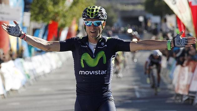 Valverde celebra el triunfo en la meta de Valls / FOTO Prensa Movistar Team