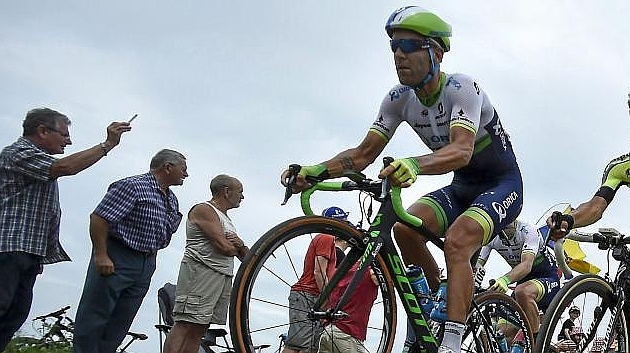 Svein Tuft, en un tramo de pavé durante la cuarta etapa del Tour 2015