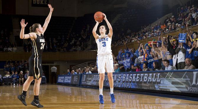 Ángela Salvadores acelera en su presentación NCAA como 'diablesa azul'