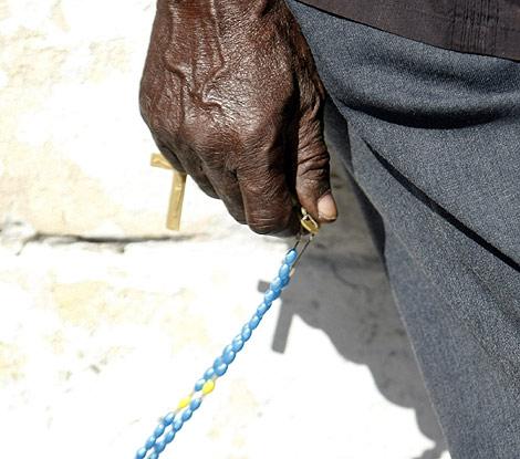 Las creencias religiosas tienen grandes raíces en Haití.   Efe