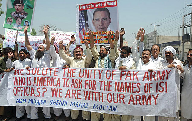 Protesta en Pakistán contra la muerte de Osama bin Laden.   Efe