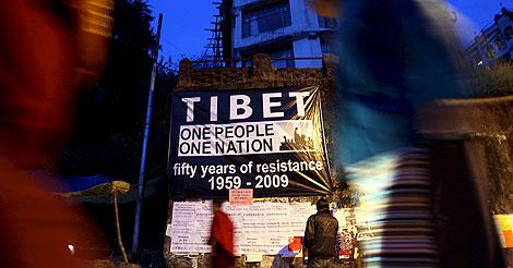 Cartel de apoyo al pueblo tibetano en Dharamsala. | Efe