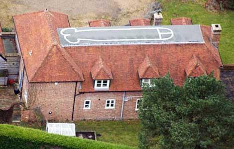 La casa donde aparece pintado el pene. | Foto: 'The Guardian'