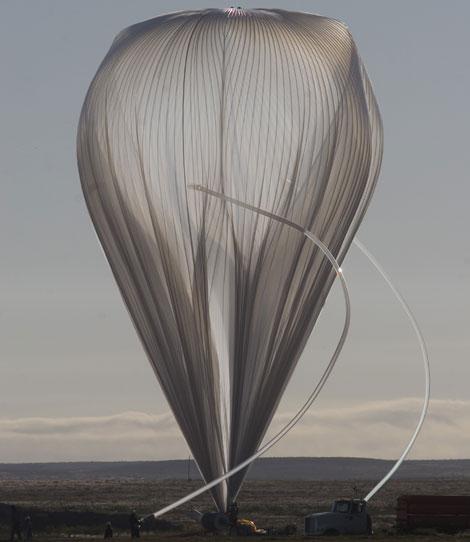 El globo 'Sunrise', poco antes de su lanzamiento, | Carlye Calvin / UCAR