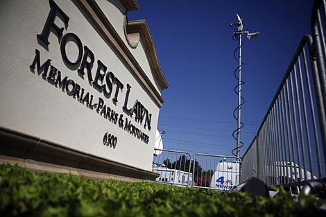 El cuerpo de Jackson está en un cámara en Forest Lawn. | Reuters